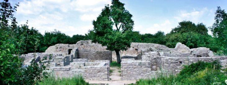 Jakab-hegy és pálos kolostor
